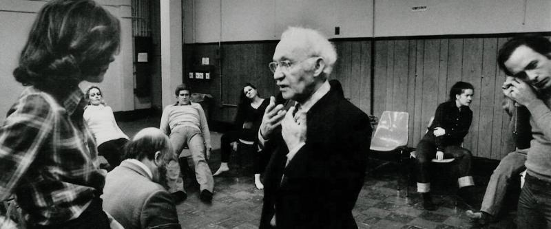 Lee Strasberg teaching the relaxation.